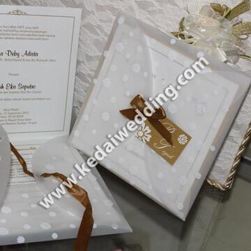 undangan pernikahan semi harcover